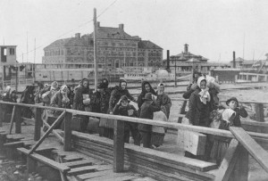 Immigrants leaving Ellis Island for America, 1902